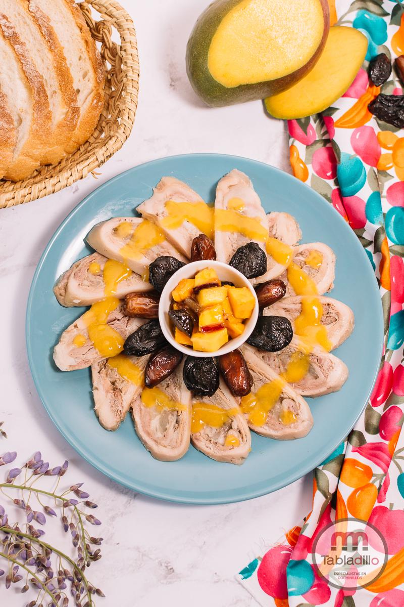 carpaccio de manillas de cochinillo y mango