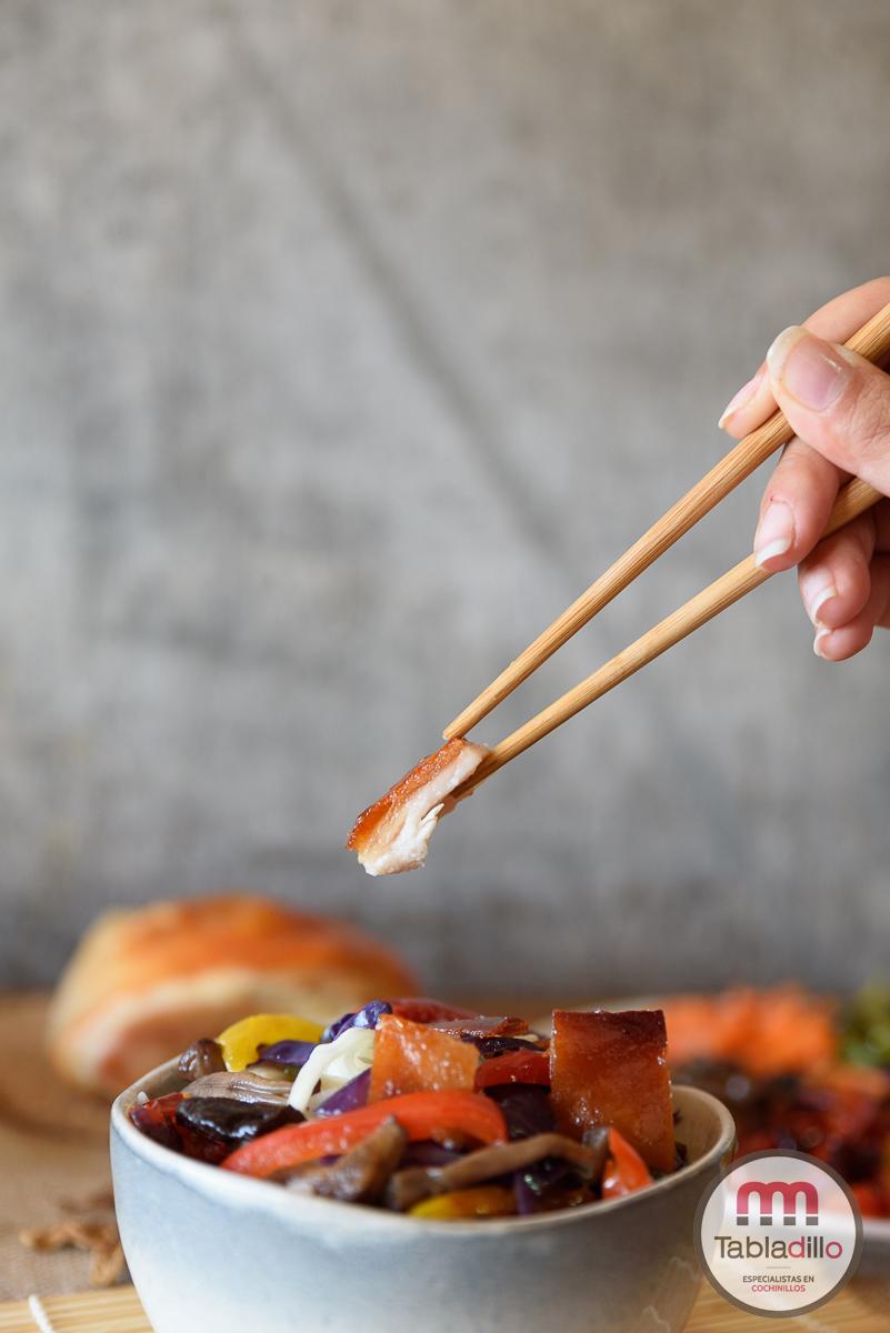 wok con cochinillo y verdura. Recetas de cochinillo