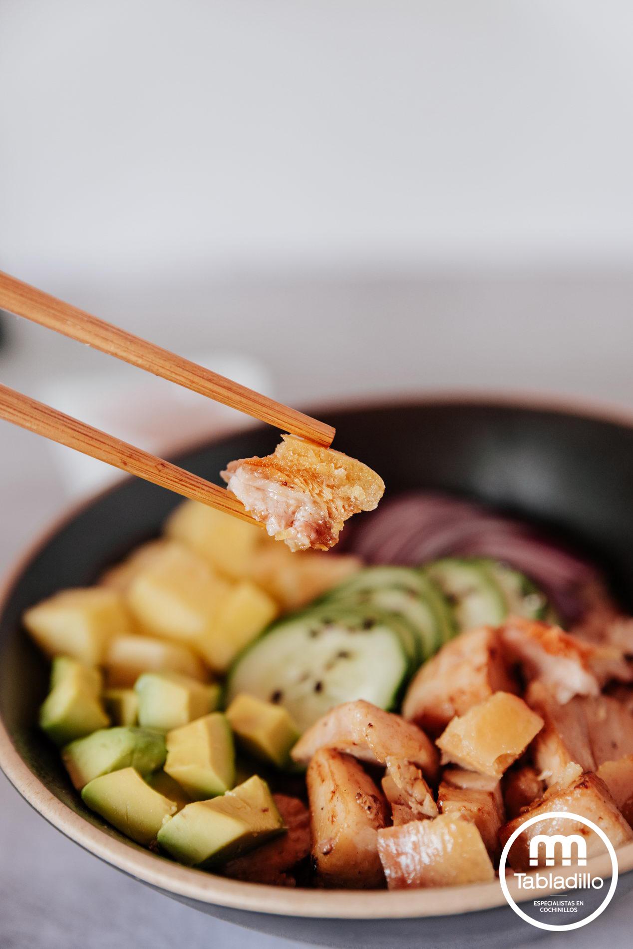 TABLADILLO_poke bowl con cochinillo