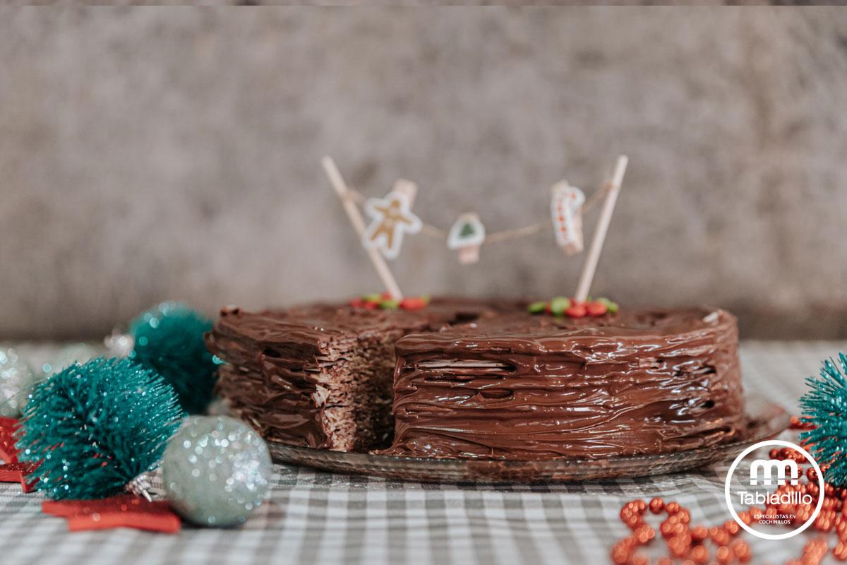 Tarta de obleas de barquillo y crema de chocolate y avellanas.